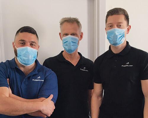 Ryggakuten iförda munskydd vid behandling. För er säkerhet och trygghet i cornatider.