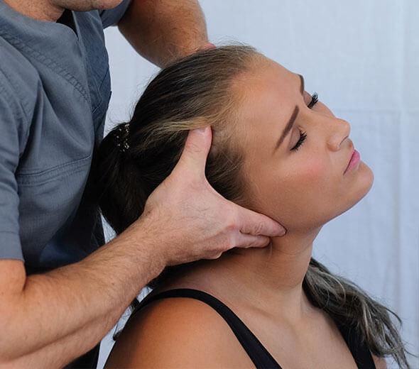 Smärtbehandling på Ryggakuten med massage och naprapati